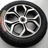 Scooter rear wheel and tire
